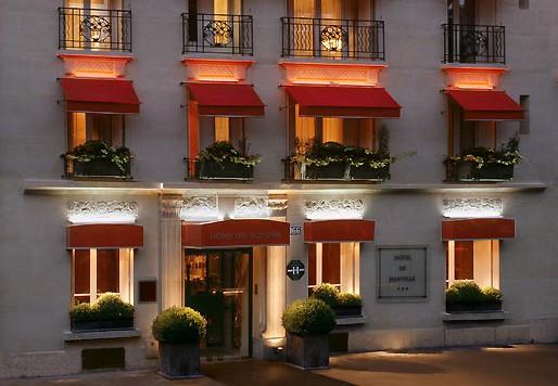 H tel de banville tape paris vacances en m diterran e for Hotel au sud de la france